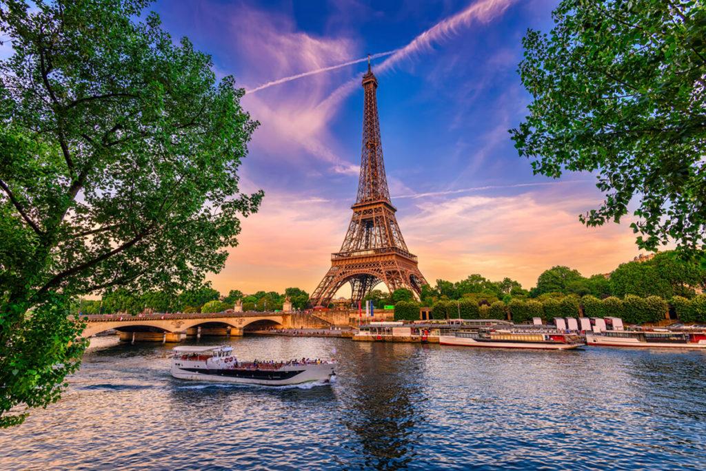 Kurs językowy w Paryżu, widok na wieżę Eiffla